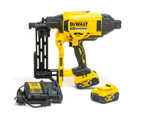 DEWALT 20V MAX* XR Cordless Fencing Stapler Kit
